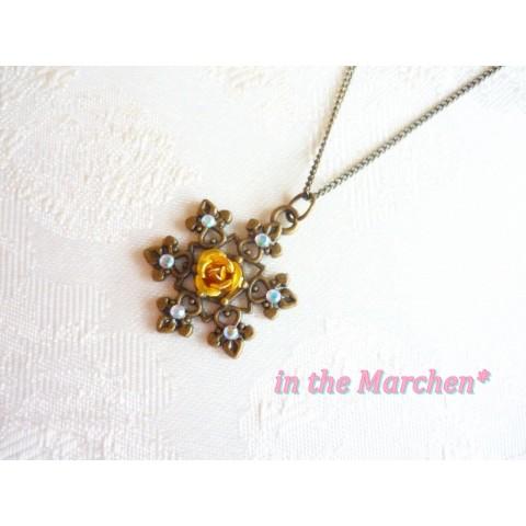 【in the Marchen*】「雪の結晶のペンダントネックレス」(リトルローズ・イエロー)