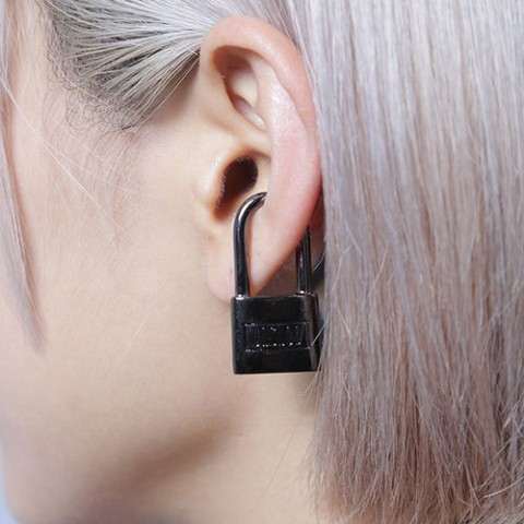【unclod】PADLOCK EAR CUFF [ GUNMETAL BLACK ]