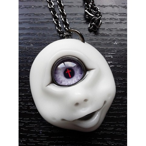 【a.k.production】TANGAN PENDANT(白顔赤十字架眼)