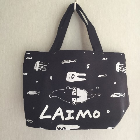 【LAIMO】泳ぐLAIMO柄プリントランチバッグ ブラック