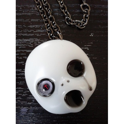【a.k.production】HORROR DROP PENDANT(黒涙赤十字架眼)