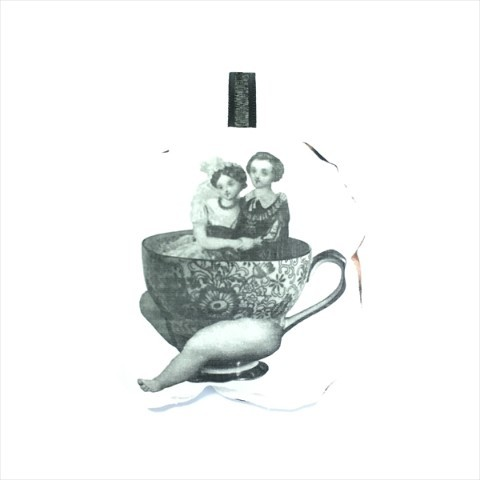 Pernik × Q-TA  sachet broach  tea party