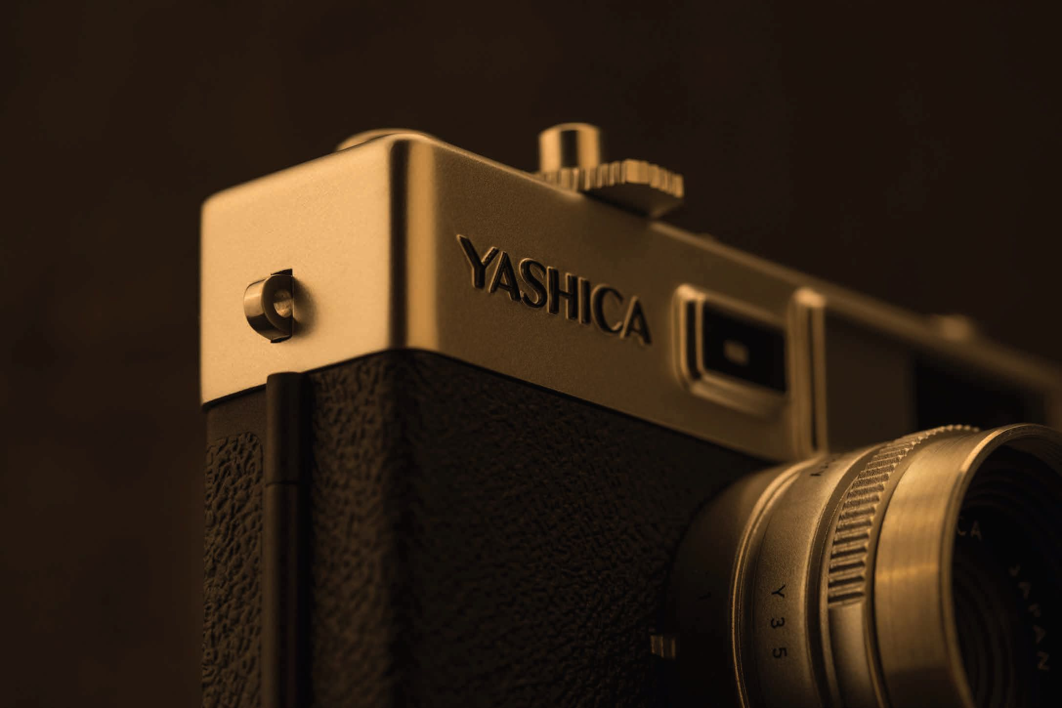 【現代に蘇るヤシカ】YASHICA digiFilm camera Y35