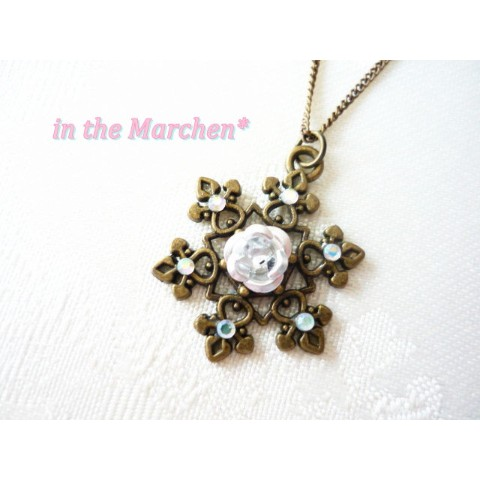 【in the Marchen*】「雪薔薇の結晶」ネックレス ホワイトローズ